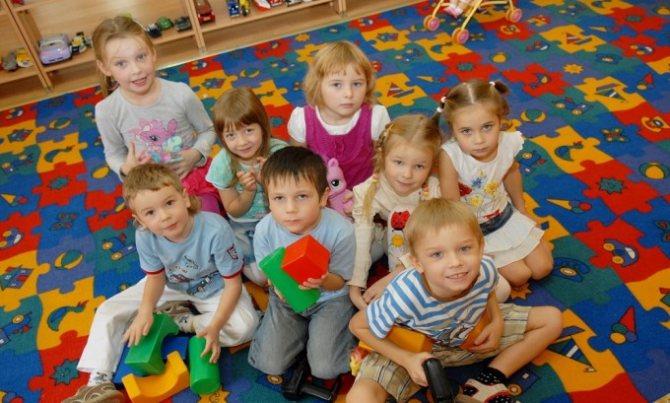 Чаще всего головные вши наиболее распространены среди детского населения, поскольку в этом возрасте высока контактность в любых организованных коллективах — детский сад