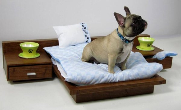 Деревянная кровать для маленькой собаки