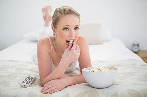еда в постели