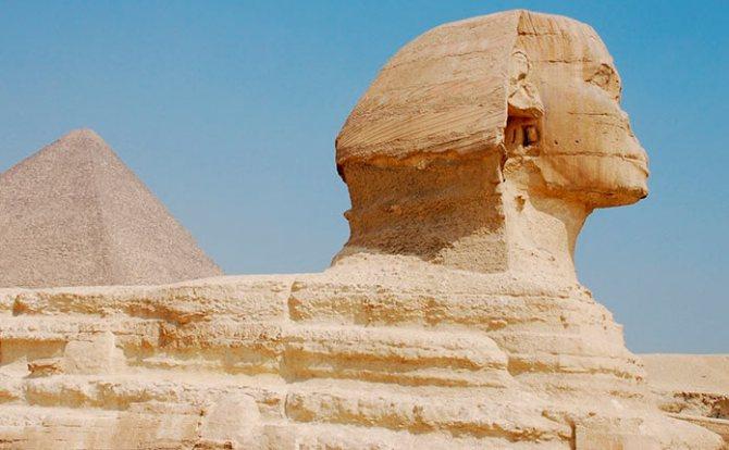 Египетский Сфинкс сбоку