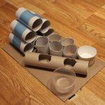 Игрушка из рулонов от туалетной бумаги.