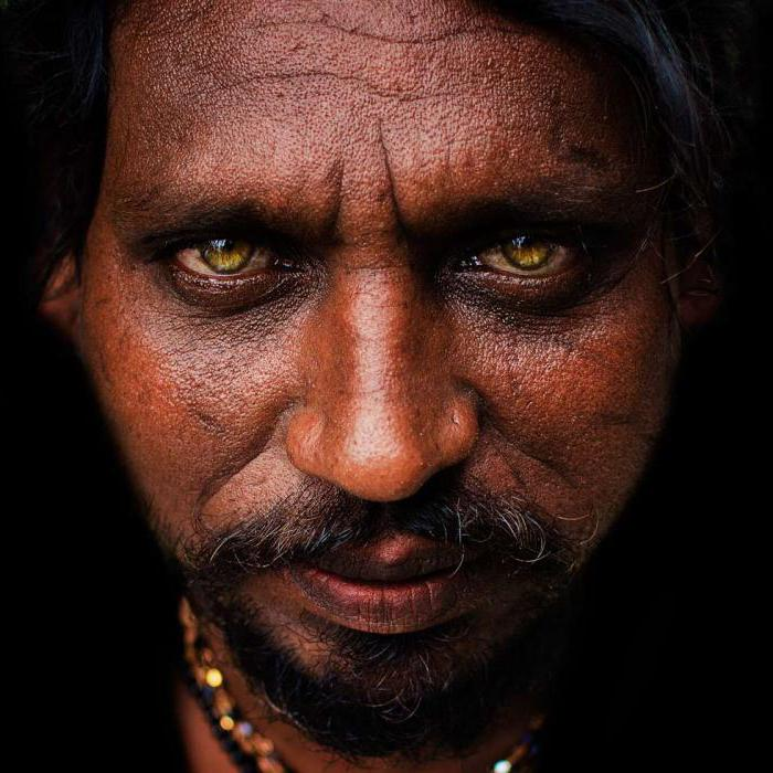 люди с белой кожей и голубыми глазами