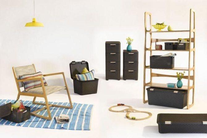Нужно отодвинуть всю мебель и обработать их места