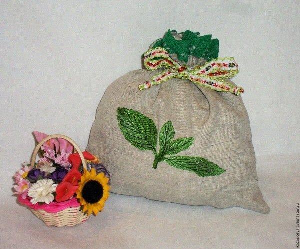 Разложите мешочки с засушенной травой по шкафчикам и моль исчезнет