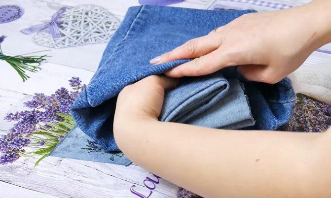 Внутрь помещается джинсовый сверток